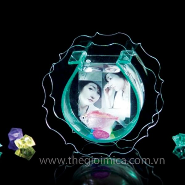 modern_clear_acrylic_strong_style_color_b82220_fish_strong_tank_with_picture_frame_for_gift_engraving-min